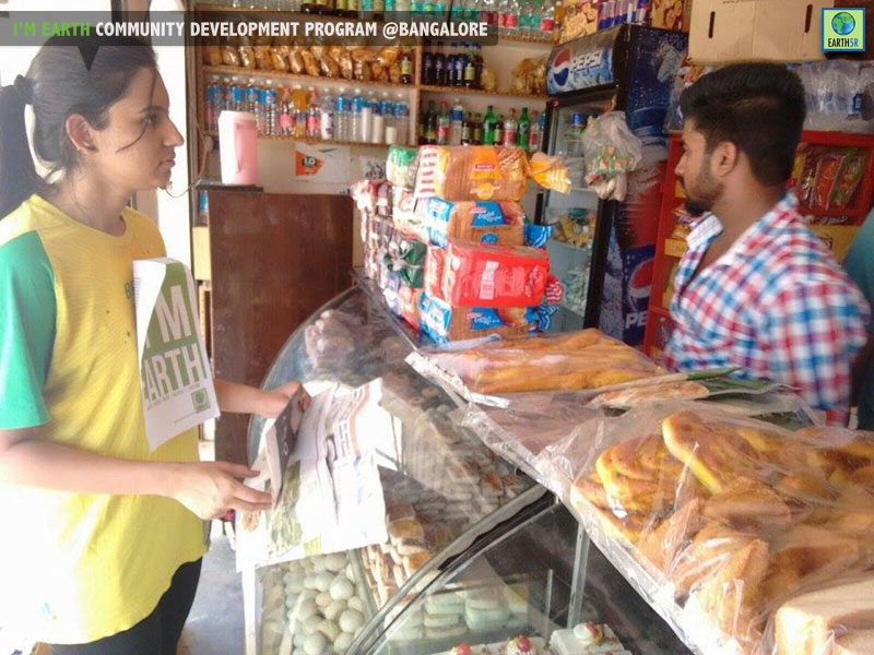 Plastic pollution awarness for Bangalore shopkeepers by Earth5R