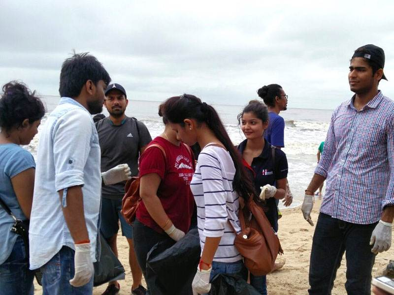 Beach Cleanup Hexaware CSR Mumbai India Environmental NGO Earth5R