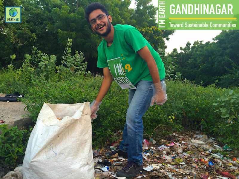 Clean Up Volunteer Gandhinagar Mumbai India Environmental NGO Earth5R