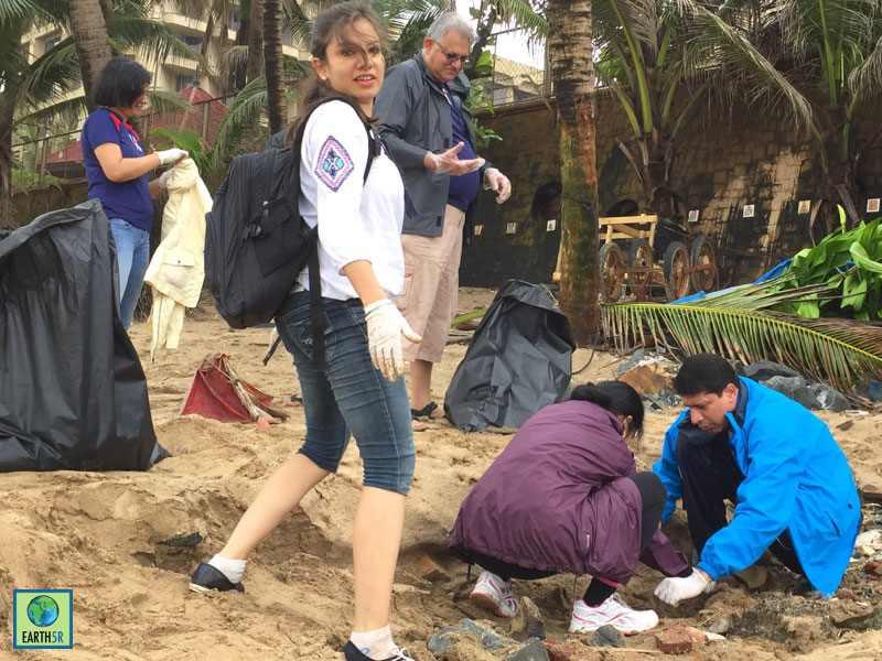 Coastal Cleanup Volunteer Hexaware CSR Mumbai India Environmental NGO Earth5R