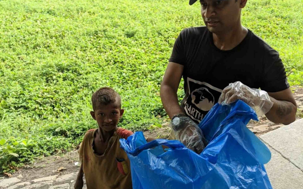 Local Boy Clean up Mumbai India Environmental NGO Earth5R
