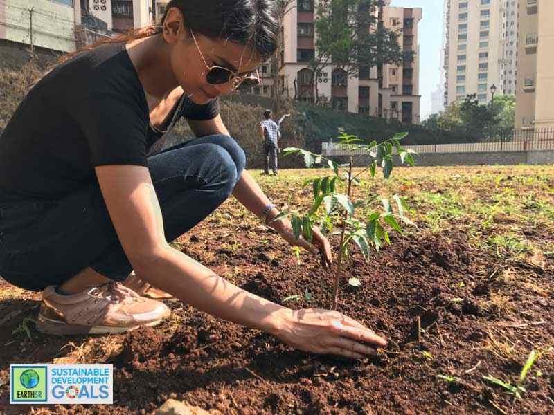 Mumbai Plantation Environmental NGO Earth5R Menuka ShreshtaCSR