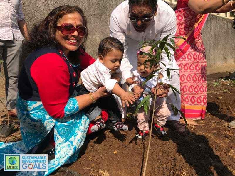 Mumbai Plantation Family Environmental NGO Earth5R Sustainability CSR