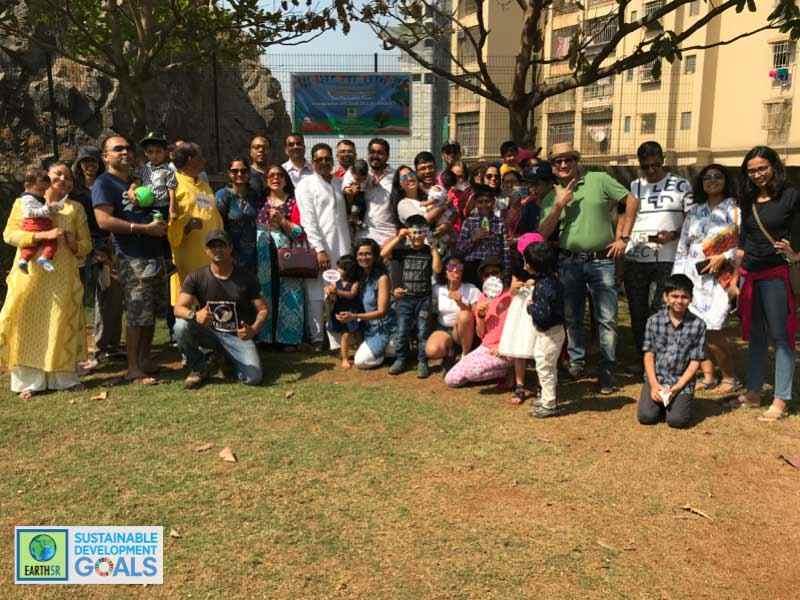 Mumbai Plantation Participants Environmental NGO Earth5R Sustainability CSR