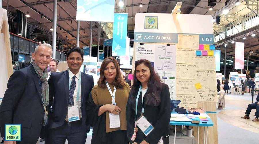 Nick Anthony, Bharati Marathe and Saurabh Gupta and Ouided Bouchamaoui visits Earth5R stall to know about ACT Project Mumbai India Environmental NGO