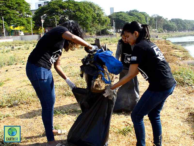 Pune Mula Mutha River Cleanup Volunteers Earth5R Mumbai India Environmental NGO