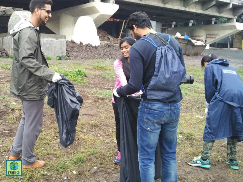 River Clean up Pune Hexaware CSR Mumbai India Environmental NGO Earth5R