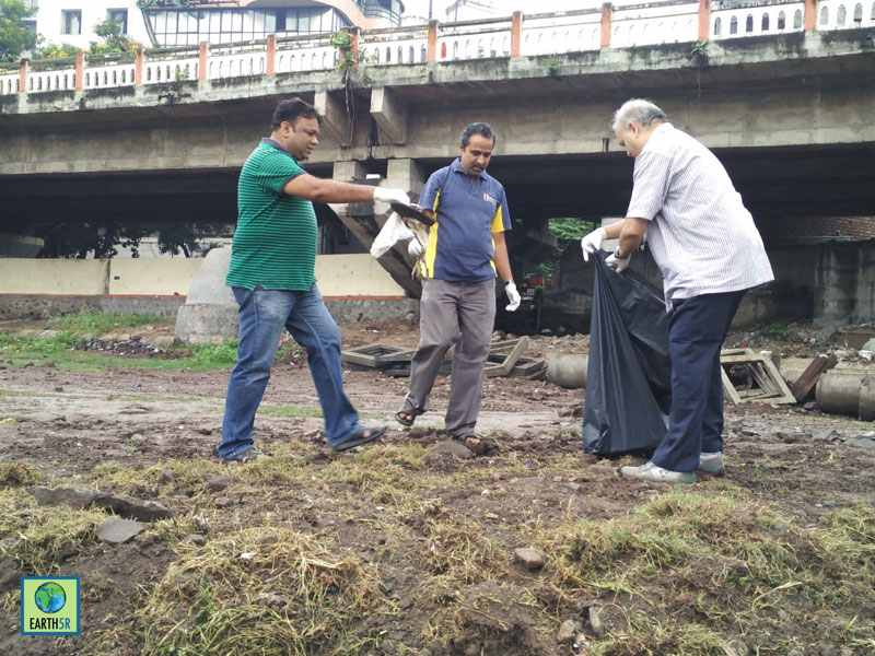 River Cleanup Pune Hexaware CSR Mumbai India Environmental NGO Earth5R