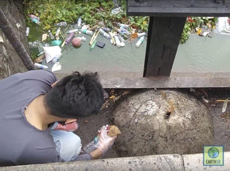 River Plastic Pollution Mumbai India Environmental NGO Earth5R