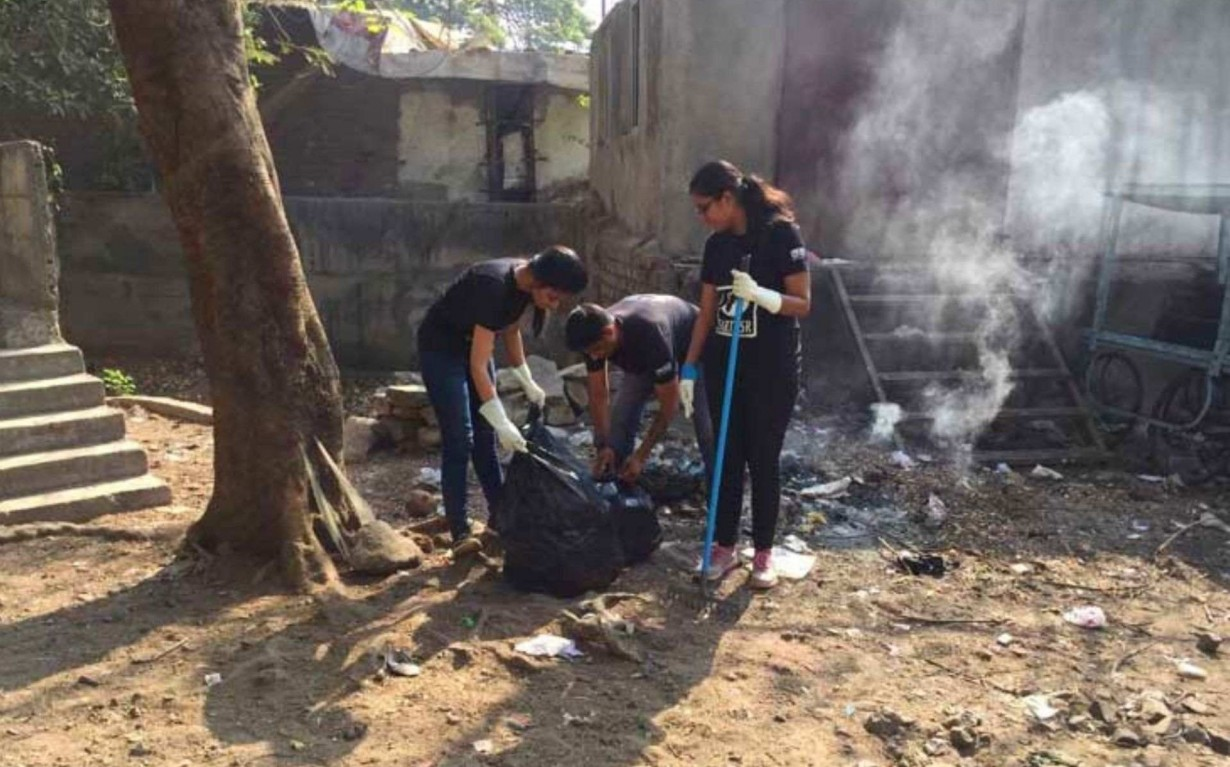 Shriyam Jalan Sonam Sengar Cleanup Volunteers Pune Mumbai Environmental Organisation Earth5R