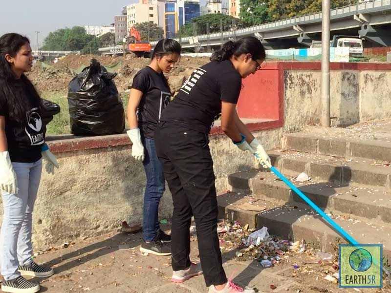 Shriyam Jalan Sonam Sengar Volunteer Pune Mumbai Environmental Organisation Earth5R