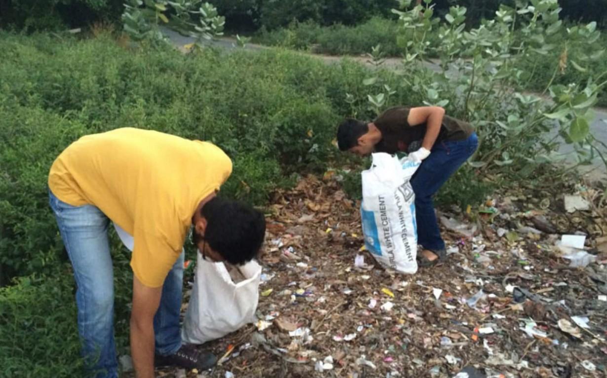 Volunteer Clean Up Gandhinagar Mumbai India Environmental NGO Earth5R