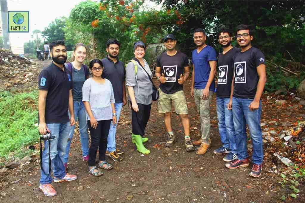 Volunteer Clean up Drive Mumbai India Environmental NGO CSR Earth5R