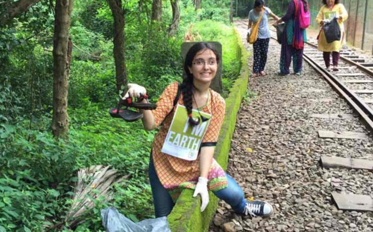 Volunteer Clean up Mumbai India Environmental NGO Earth5R