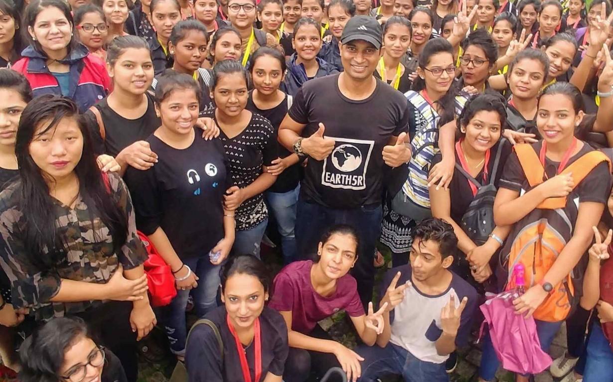 Volunteer Lake Cleanup Mumbai India Environmental NGO Earth5R