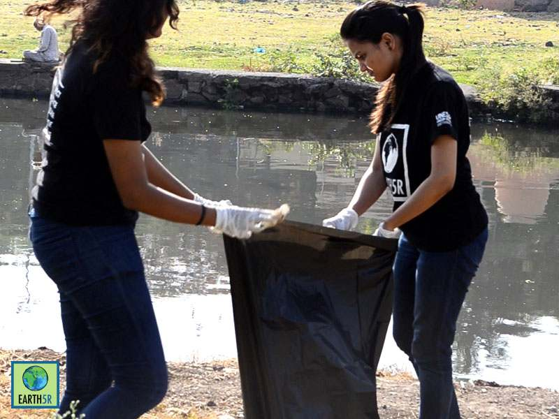 Volunteer Pune Mula Mutha River Cleanup Earth5R Mumbai India Environmental NGO