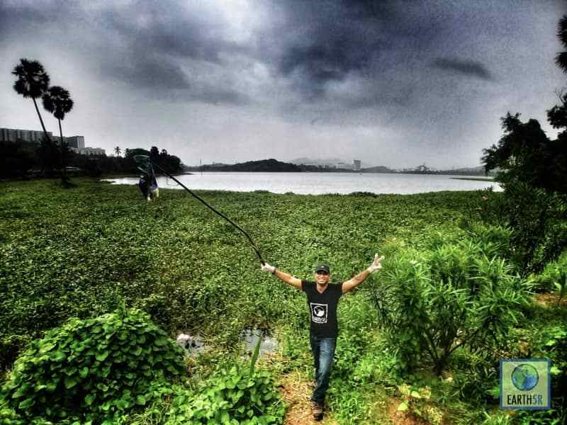 Volunteer team Lake clean up Mumbai India Environmental NGO Earth5R
