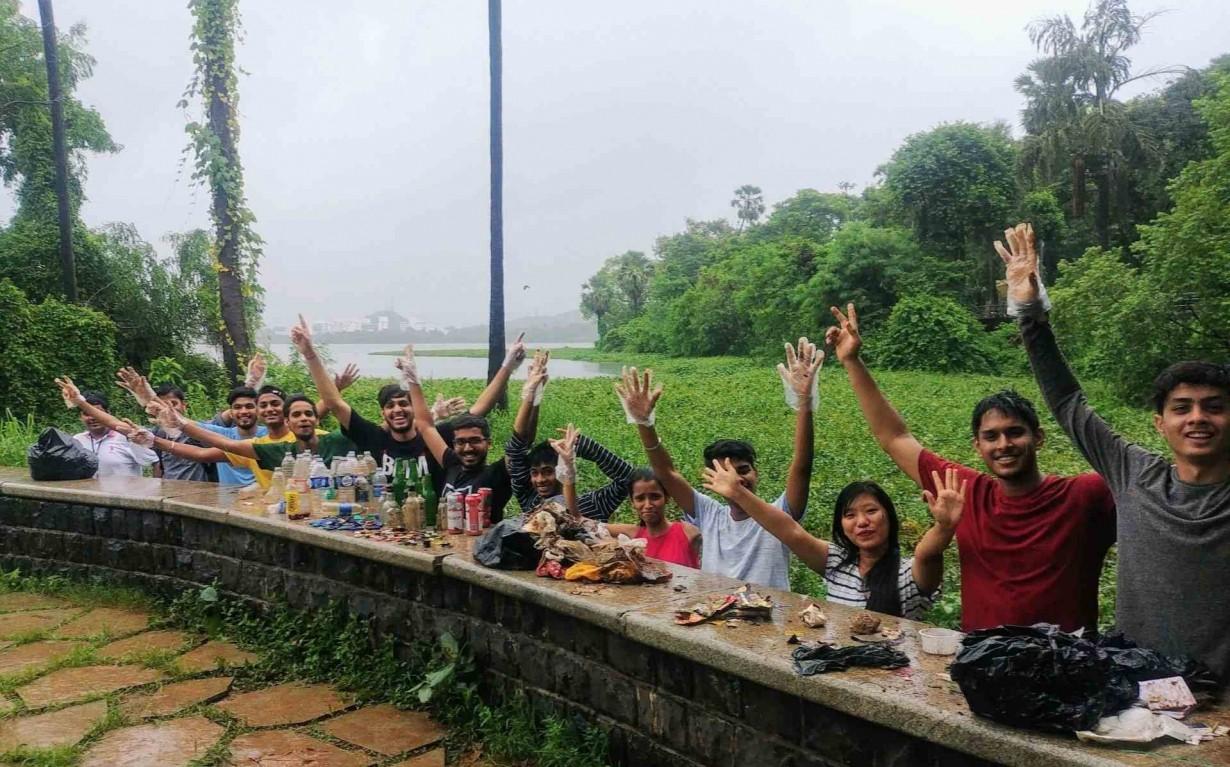 Volunteers Lake Cleanup Recycling Earth5R Mumbai India Environmental NGO