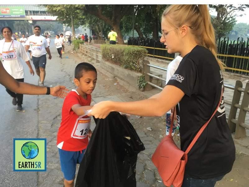 Zero waste Marathon Clean up Volunteers Mumbai India Environmental Organisation Earth5R