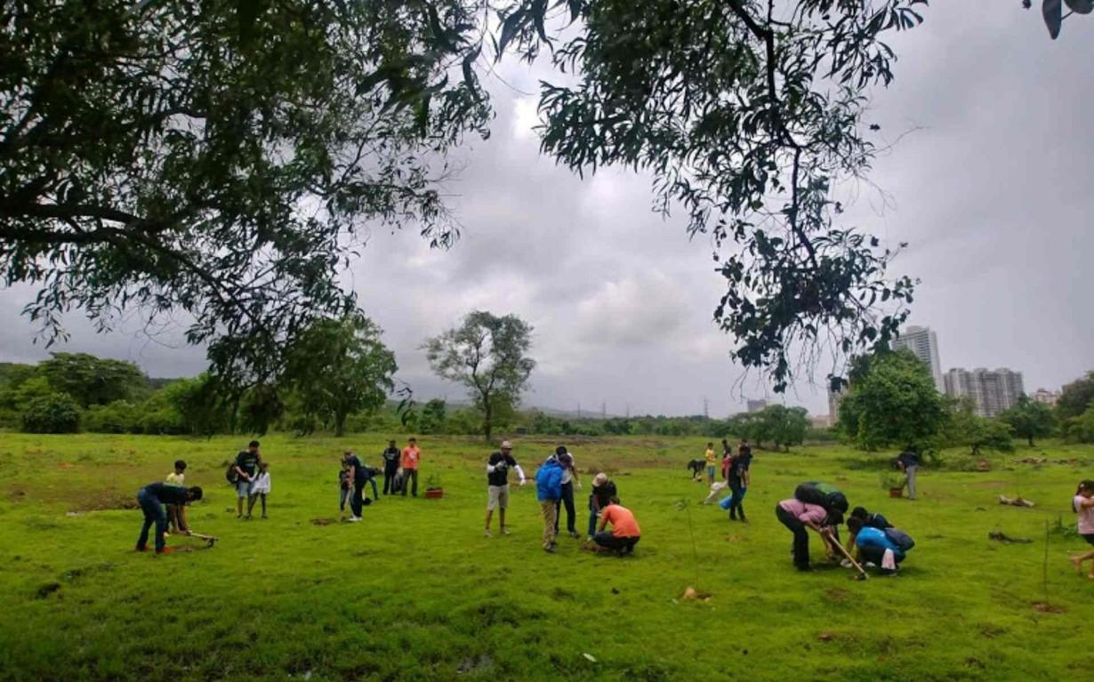 school kids volunteer cleaner environment mumbai india environmental NGO Earth5R