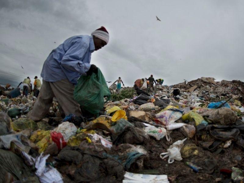 Mumbai-India-Environmental-NGO-Earth5r-Circular-Economy-trash-pickers